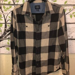 American Eagle Sz Med Classic Fit